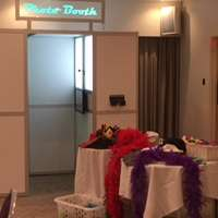 T and m photo booths