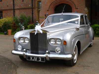 Photo by Alpha Class Wedding Cars