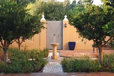 Photo by Bruce Dorey Garden Design Studio