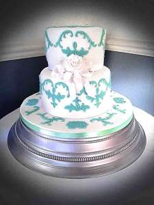 Photo by Couture Cakes Hampshire