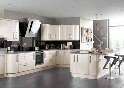 Photo by Crown House Kitchens